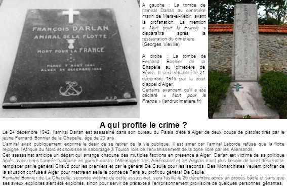 A gauche : La tombe de l'amiral Darlan au cimetière marin de Mers-el-Kébir, avant la profanation. La mention « Mort pour la France » disparaîtra après la restauration du cimetière.