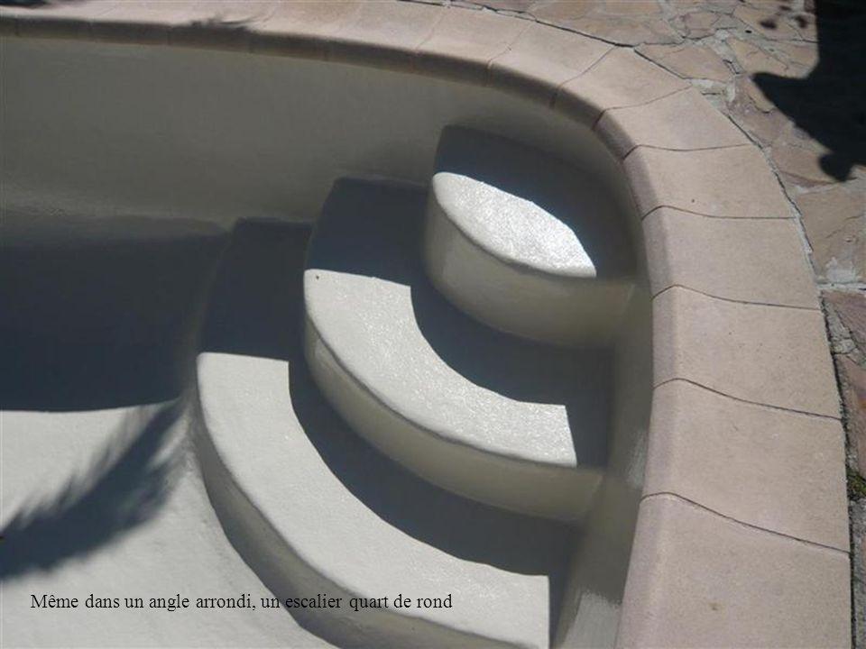 Même dans un angle arrondi, un escalier quart de rond
