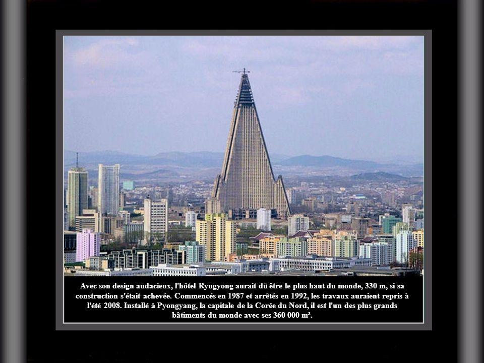Avec son design audacieux, l hôtel Ryugyong aurait dû être le plus haut du monde, 330 m, si sa construction s était achevée.