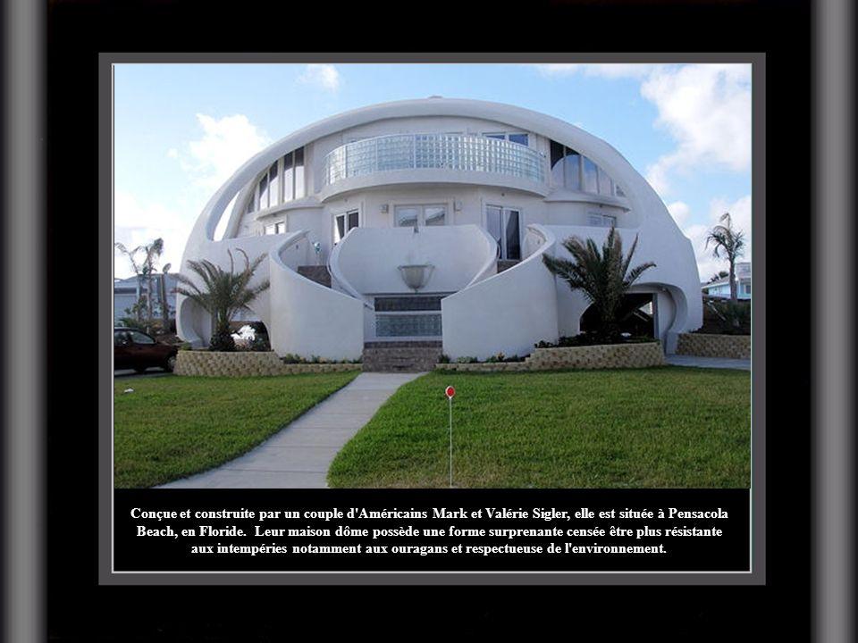 Conçue et construite par un couple d Américains Mark et Valérie Sigler, elle est située à Pensacola Beach, en Floride. Leur maison dôme possède une forme surprenante censée être plus résistante aux intempéries notamment aux ouragans et respectueuse de l environnement.