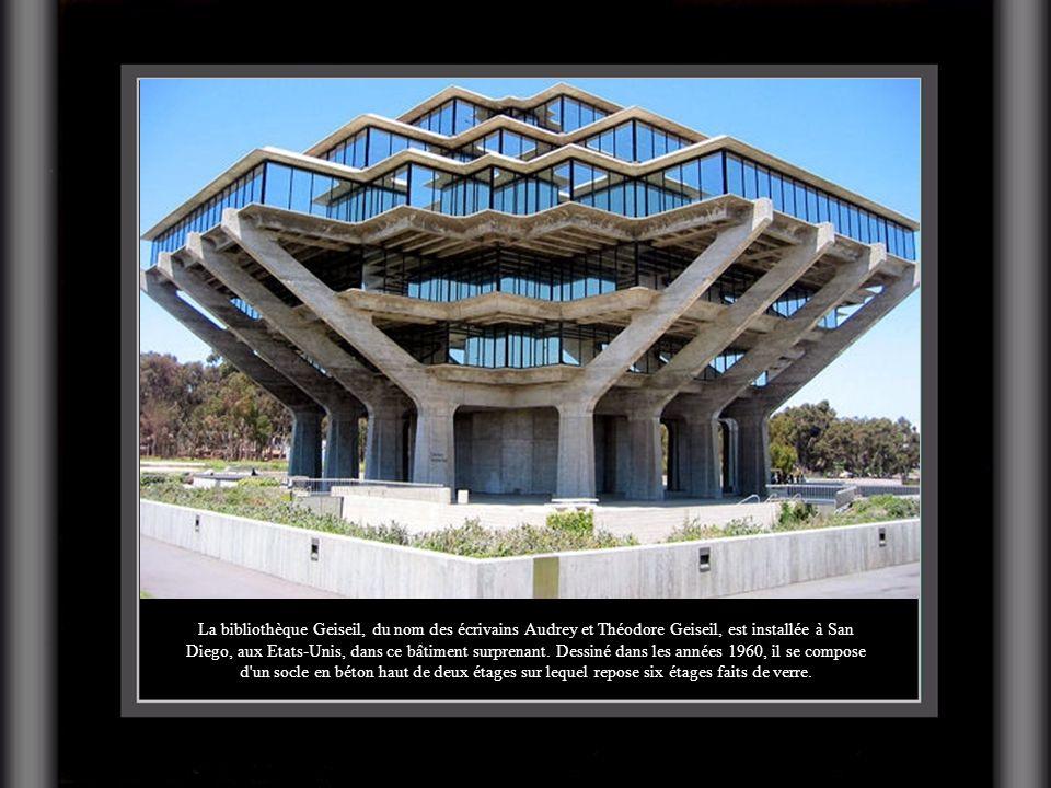 La bibliothèque Geiseil, du nom des écrivains Audrey et Théodore Geiseil, est installée à San Diego, aux Etats-Unis, dans ce bâtiment surprenant.