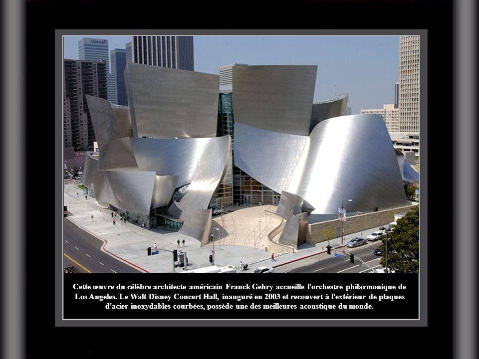Cette œuvre du célèbre architecte américain Franck Gehry accueille l orchestre philarmonique de Los Angeles.