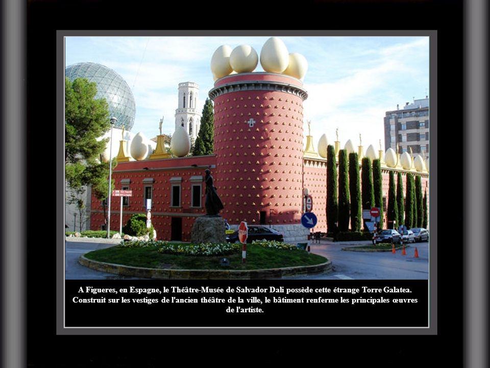 A Figueres, en Espagne, le Théâtre-Musée de Salvador Dali possède cette étrange Torre Galatea.