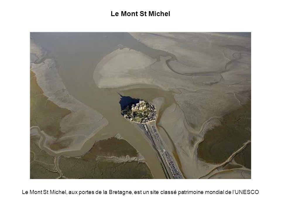 Le Mont St Michel Le Mont St Michel, aux portes de la Bretagne, est un site classé patrimoine mondial de l'UNESCO.