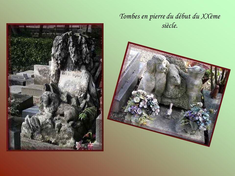 Tombes en pierre du début du XXème siècle.