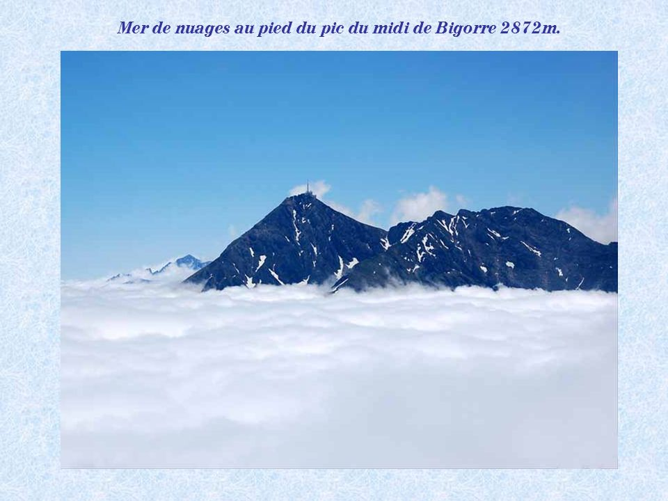 Mer de nuages au pied du pic du midi de Bigorre 2872m.