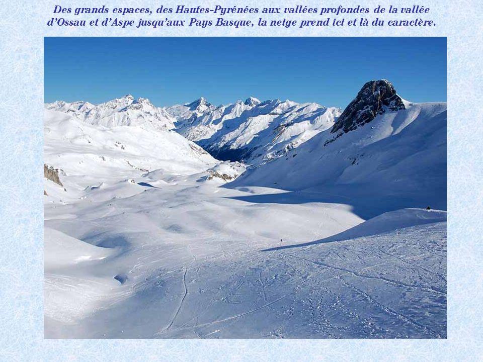 Des grands espaces, des Hautes-Pyrénées aux vallées profondes de la vallée d'Ossau et d'Aspe jusqu'aux Pays Basque, la neige prend ici et là du caractère.