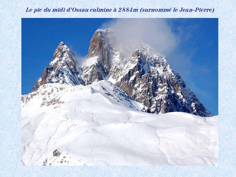 Le pic du midi d'Ossau culmine à 2884m (surnommé le Jean-Pierre)