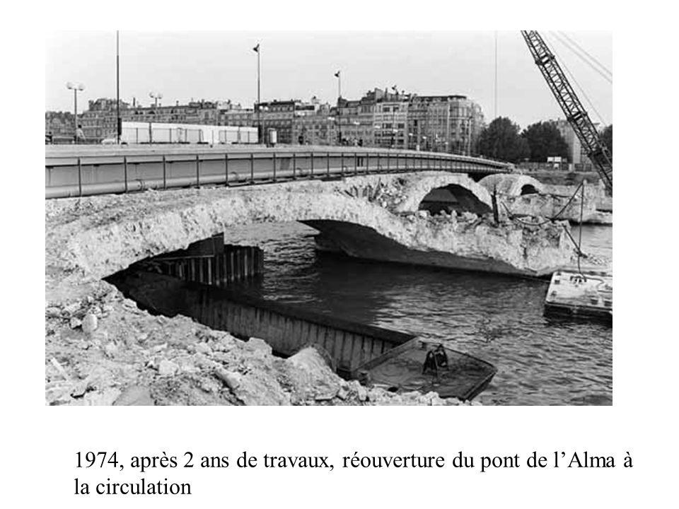 1974, après 2 ans de travaux, réouverture du pont de l'Alma à la circulation