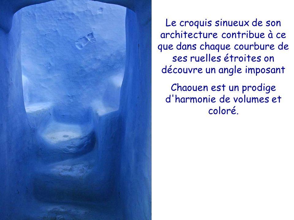 Chaouen est un prodige d harmonie de volumes et coloré.