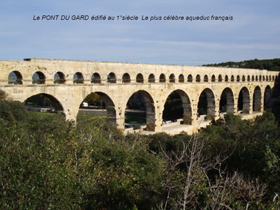 Le Pont du Gard édifié au 1° siécle, le plus célèbre aqueduc français