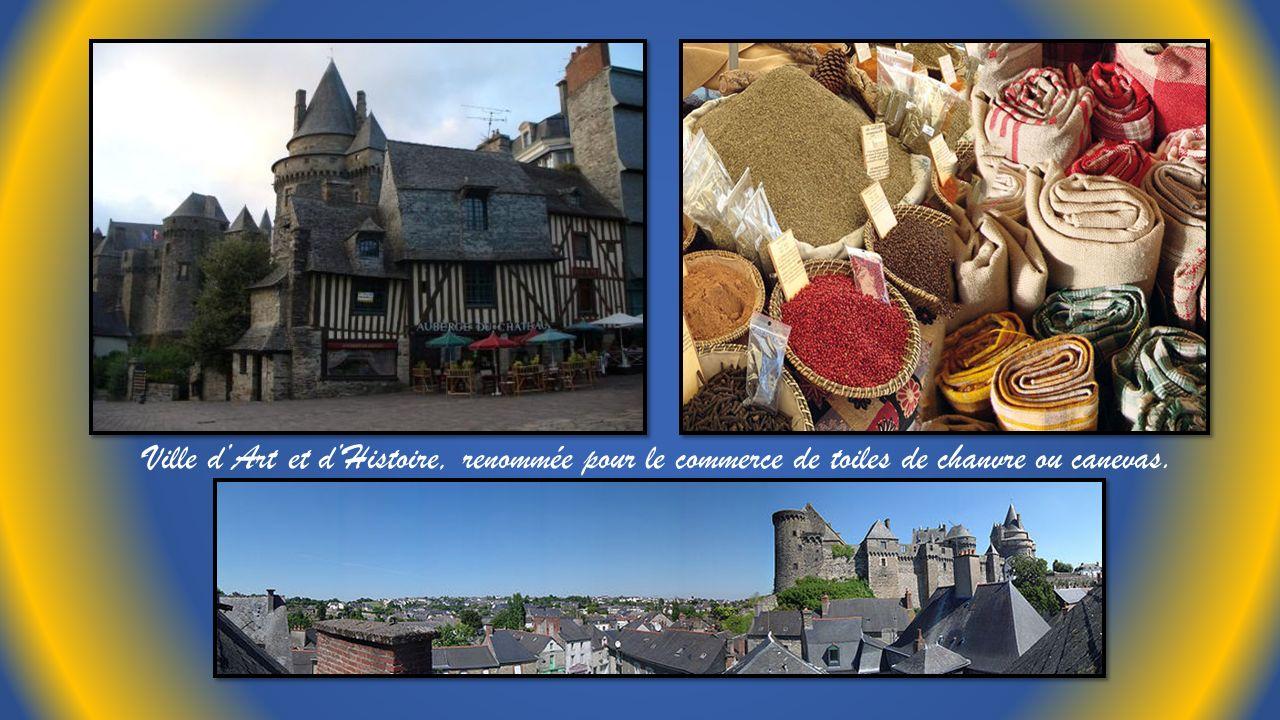 Ville d'Art et d'Histoire, renommée pour le commerce de toiles de chanvre ou canevas.