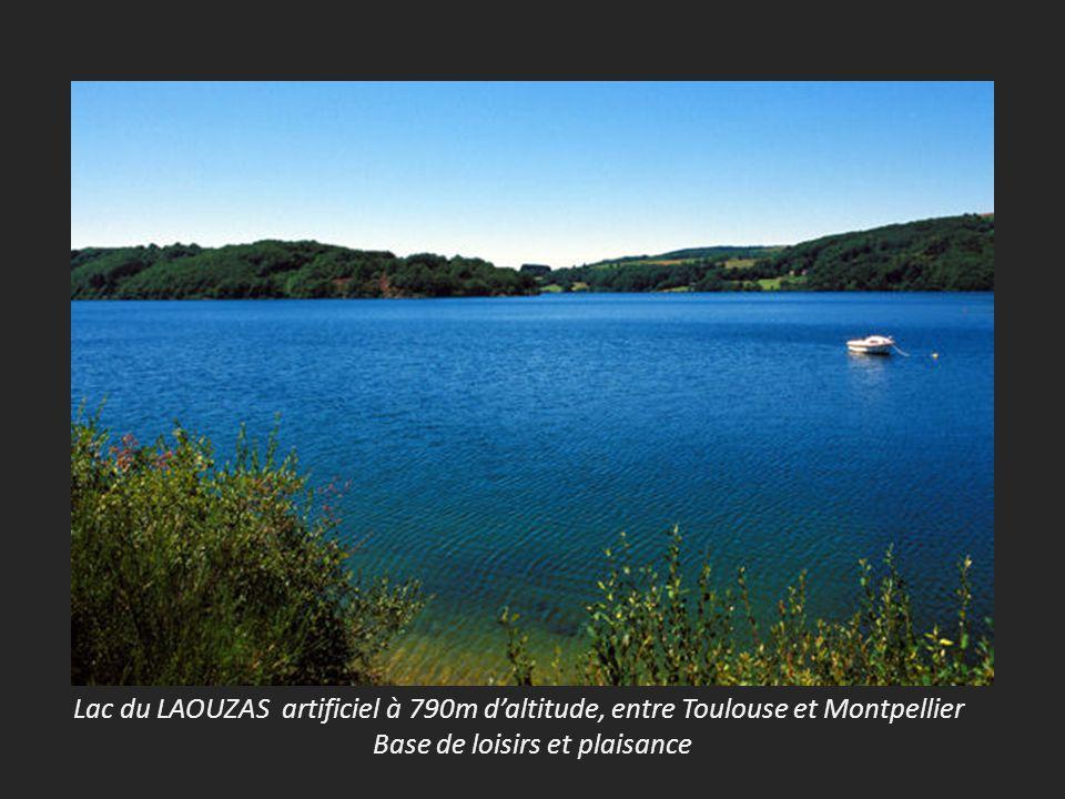 Lac du LAOUZAS artificiel à 790m d'altitude, entre Toulouse et Montpellier