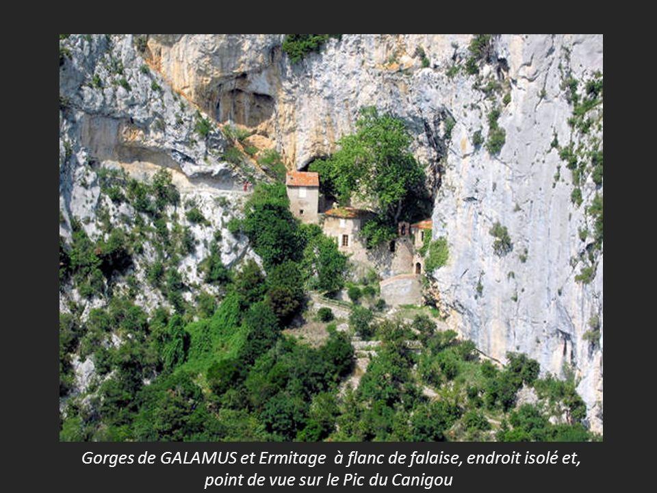 Gorges de GALAMUS et Ermitage à flanc de falaise, endroit isolé et,