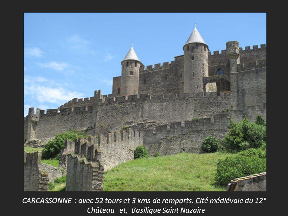 CARCASSONNE : avec 52 tours et 3 kms de remparts. Cité médiévale du 12°