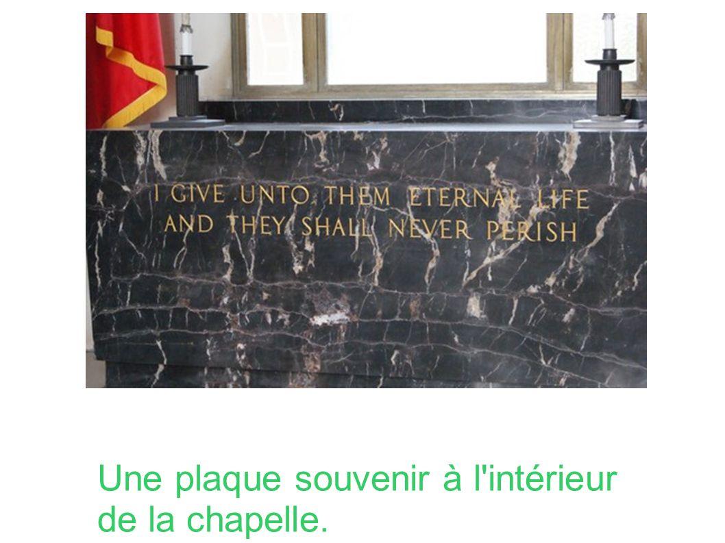 Une plaque souvenir à l intérieur de la chapelle.