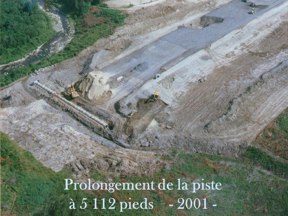 Prolongement de la piste à 5 112 pieds - 2001 -