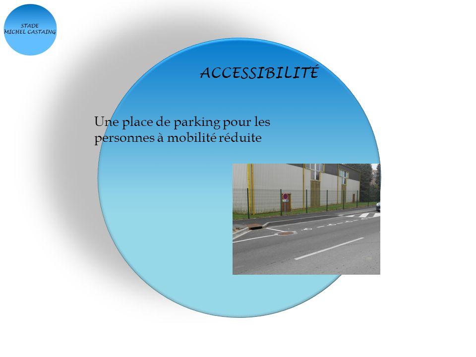 ACCESSIBILITÉ Une place de parking pour les personnes à mobilité réduite