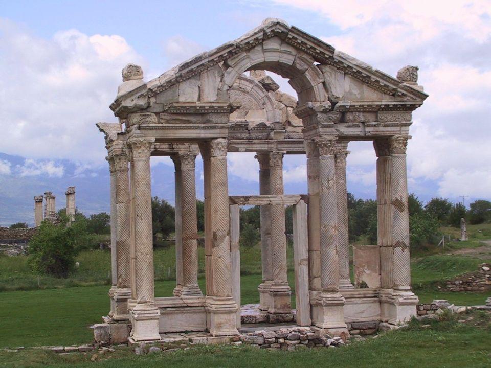 Tetrapylon Aphrodisias: accès au sanctuaire d'Aphrodite, 2e s.
