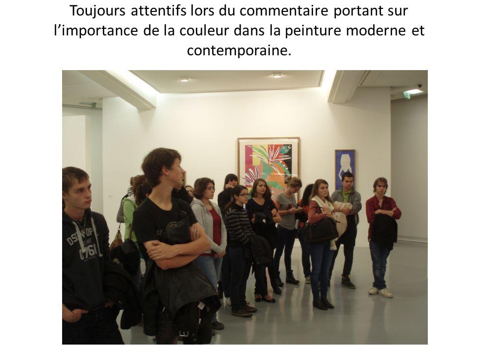 Toujours attentifs lors du commentaire portant sur l'importance de la couleur dans la peinture moderne et contemporaine.