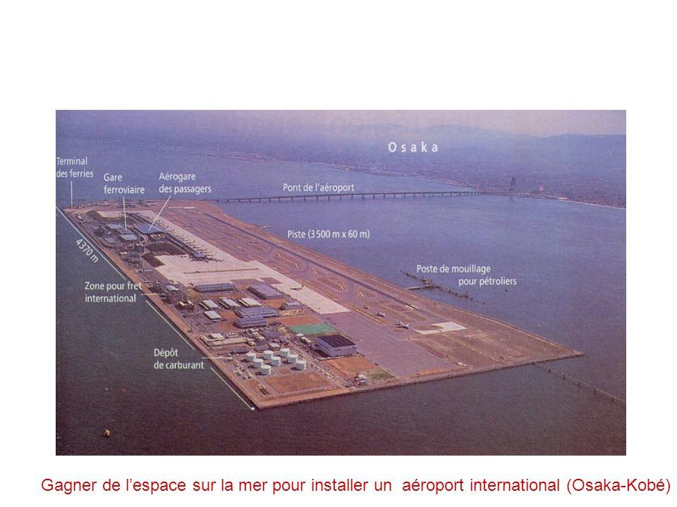 Gagner de l'espace sur la mer pour installer un aéroport international (Osaka-Kobé)