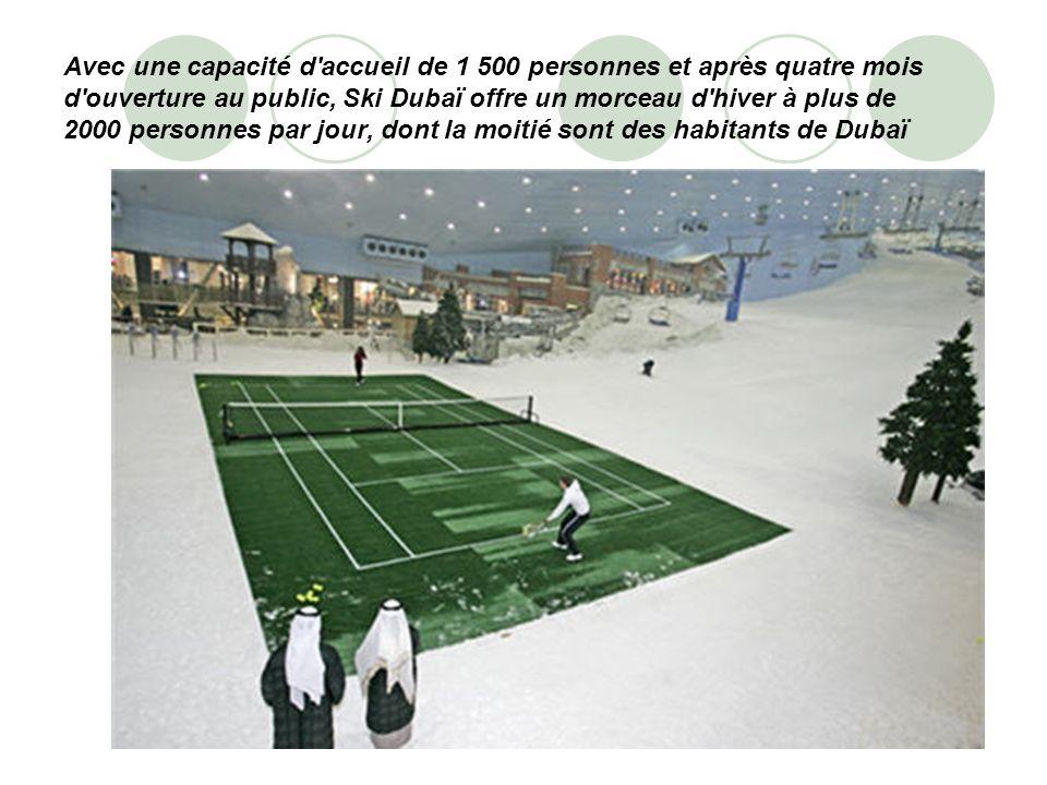Avec une capacité d accueil de 1 500 personnes et après quatre mois d ouverture au public, Ski Dubaï offre un morceau d hiver à plus de 2000 personnes par jour, dont la moitié sont des habitants de Dubaï