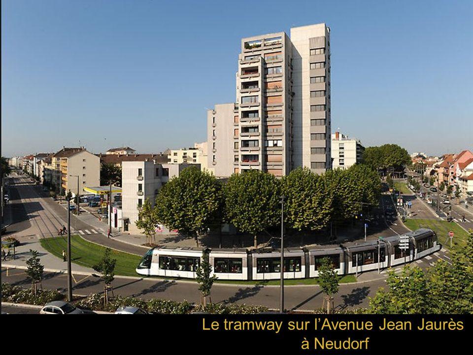 Le tramway sur l'Avenue Jean Jaurès