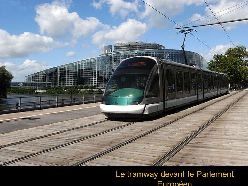 Le tramway devant le Parlement Européen