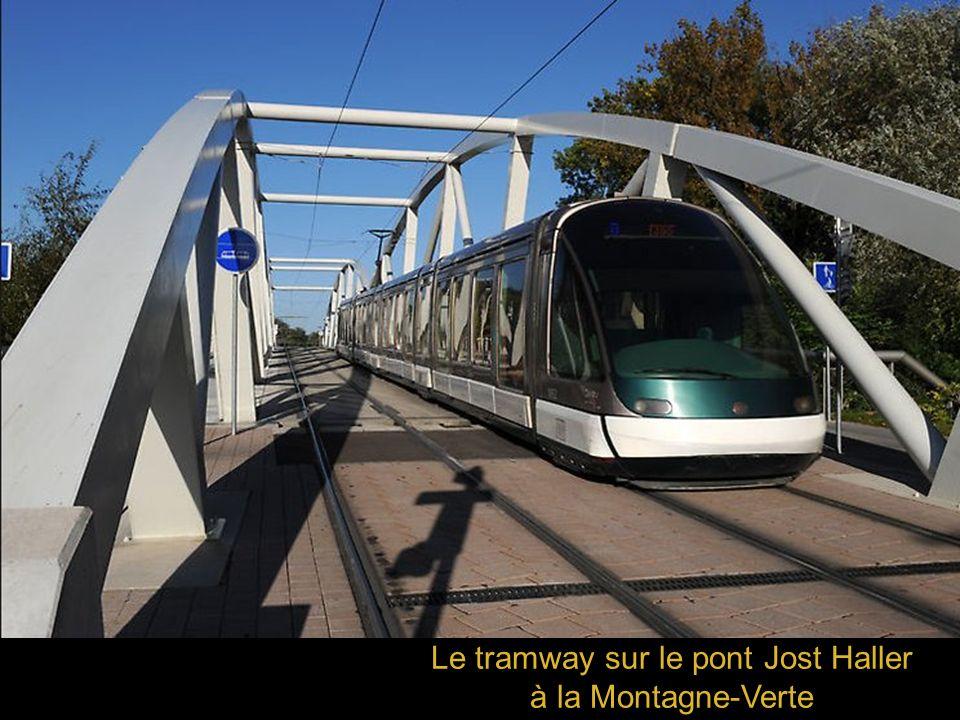 Le tramway sur le pont Jost Haller