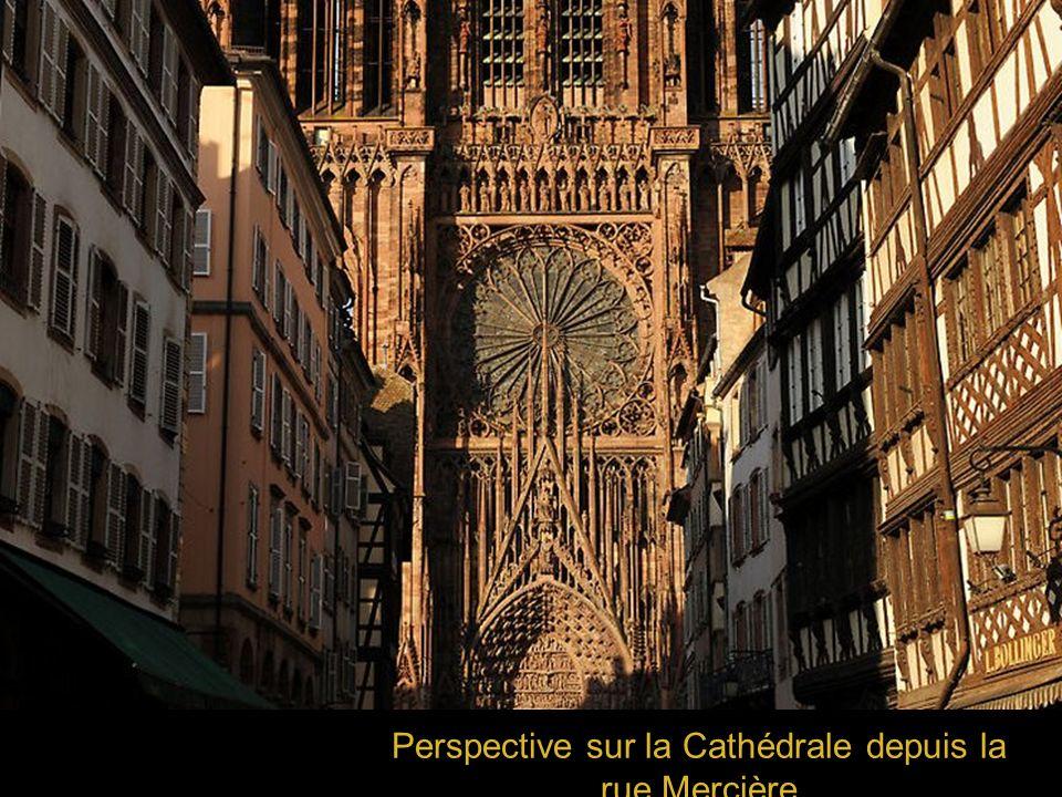 Perspective sur la Cathédrale depuis la rue Mercière