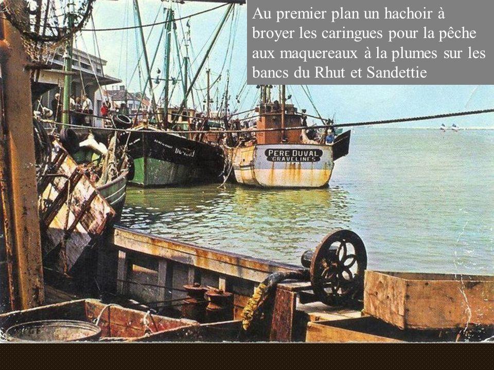 Au premier plan un hachoir à broyer les caringues pour la pêche aux maquereaux à la plumes sur les bancs du Rhut et Sandettie