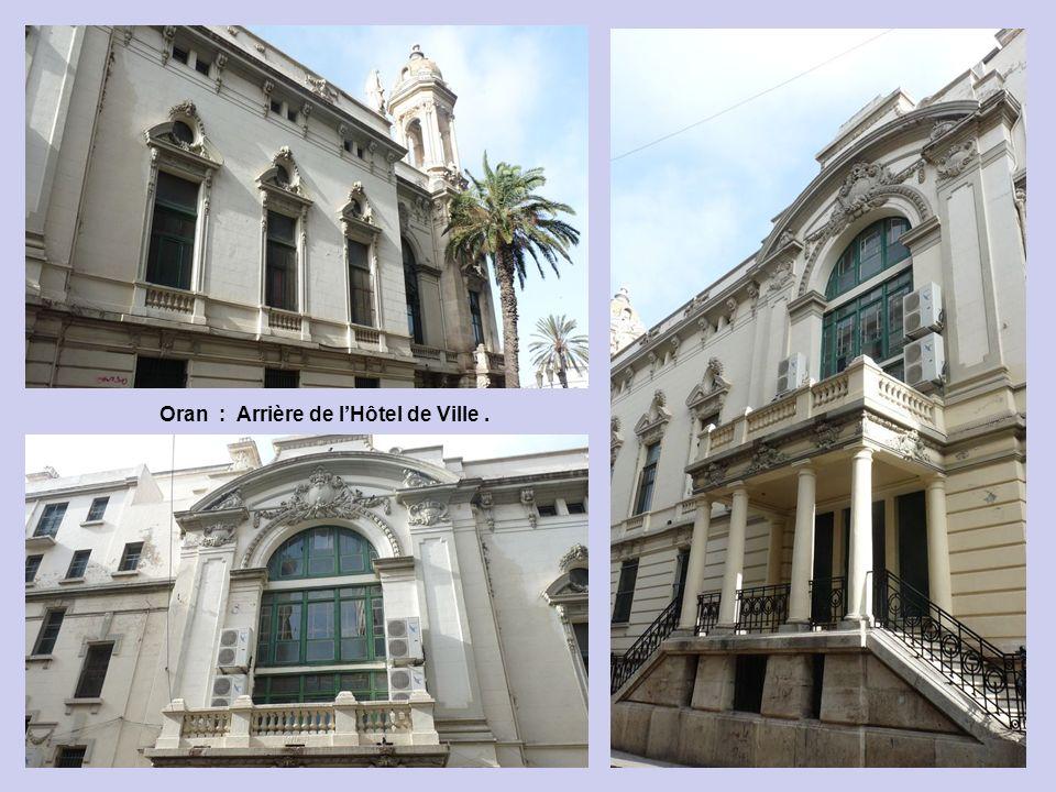Oran : Arrière de l'Hôtel de Ville .