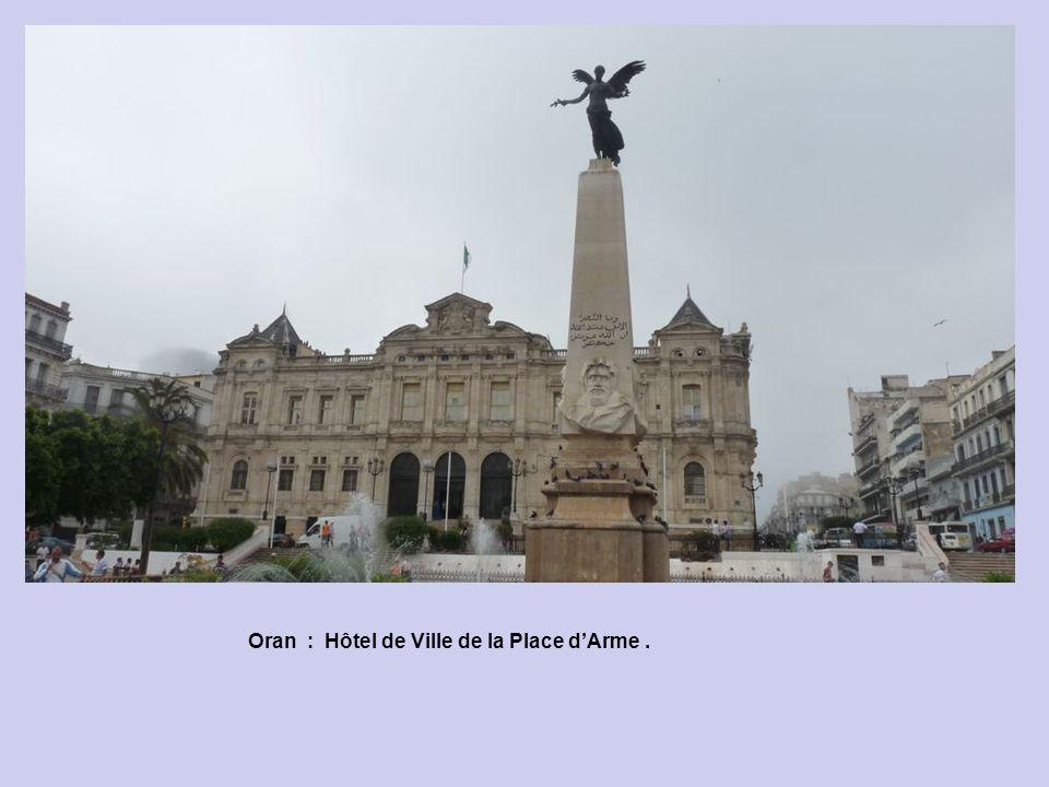Oran : Hôtel de Ville de la Place d'Arme .
