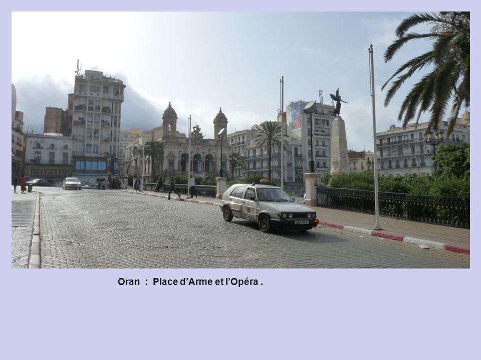 Oran : Place d'Arme et l'Opéra .