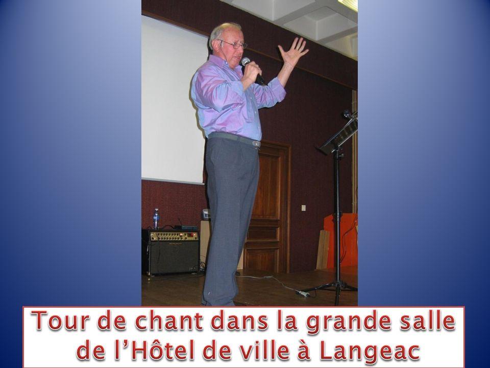 Tour de chant dans la grande salle de l'Hôtel de ville à Langeac