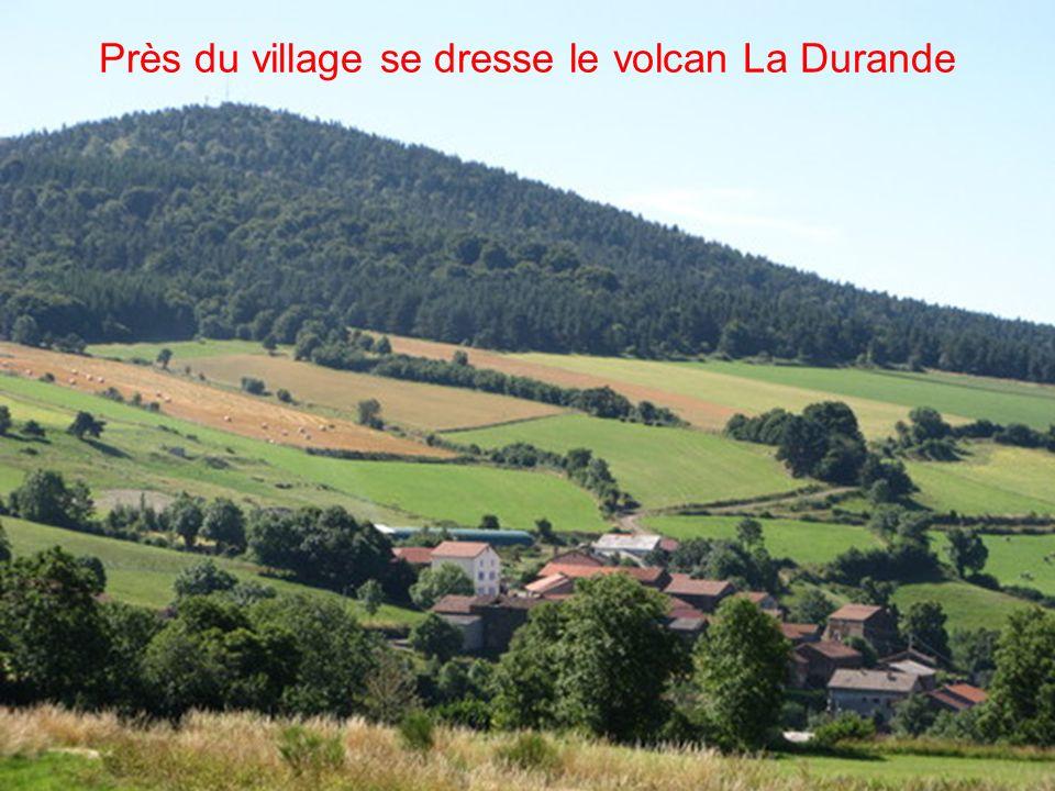Près du village se dresse le volcan La Durande
