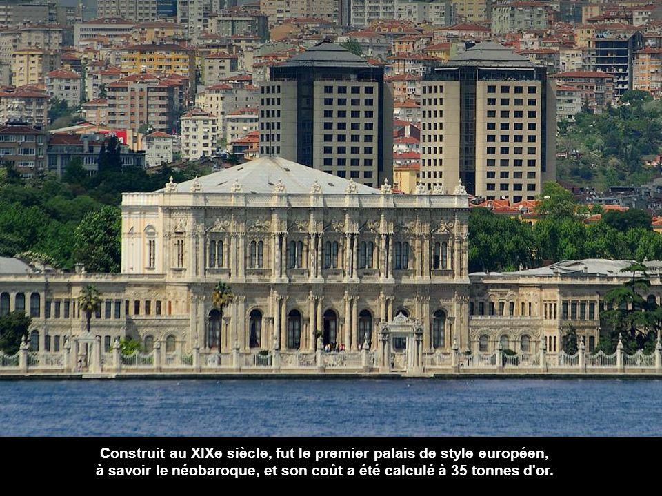 Construit au XIXe siècle, fut le premier palais de style européen,