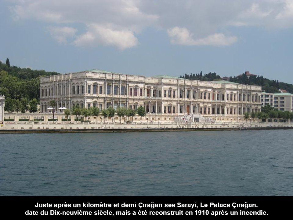 Juste après un kilomètre et demi Çırağan see Sarayi, Le Palace Çırağan.