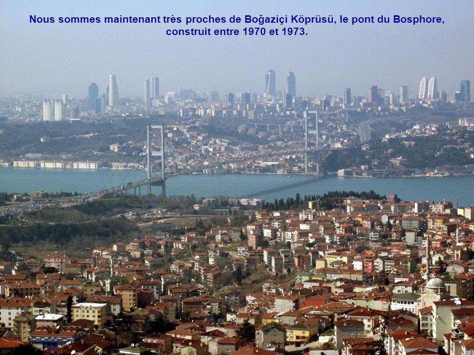 Nous sommes maintenant très proches de Boğaziçi Köprüsü, le pont du Bosphore,