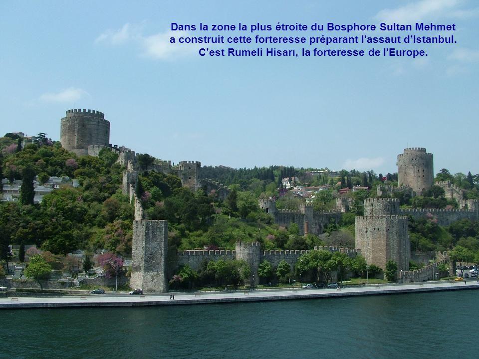 Dans la zone la plus étroite du Bosphore Sultan Mehmet a construit cette forteresse préparant l assaut d'Istanbul.