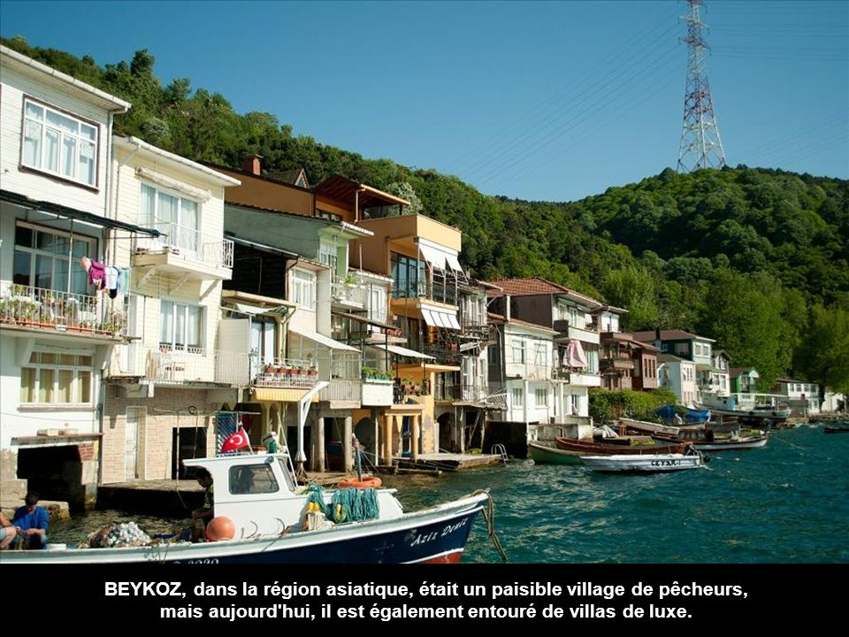 mais aujourd hui, il est également entouré de villas de luxe.