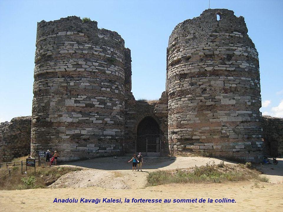 Anadolu Kavağı Kalesi, la forteresse au sommet de la colline.