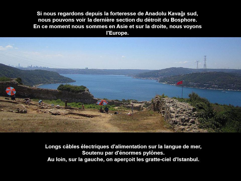 Si nous regardons depuis la forteresse de Anadolu Kavağı sud,