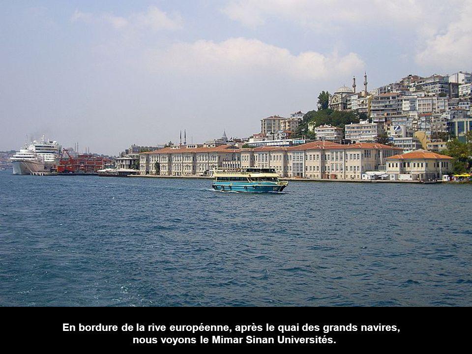 En bordure de la rive européenne, après le quai des grands navires,