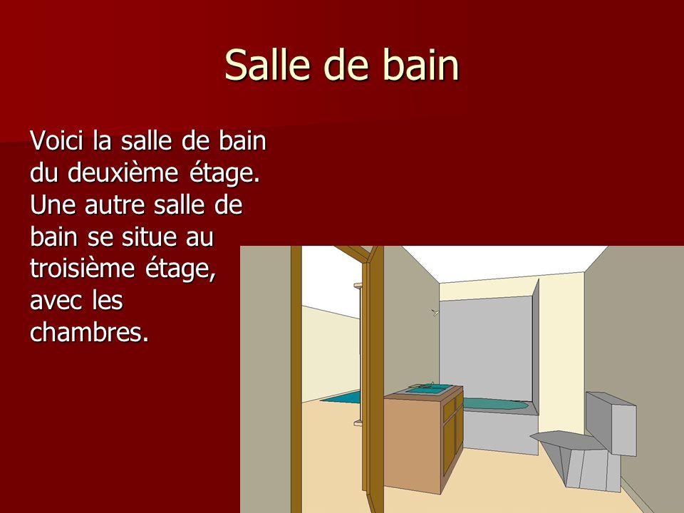 Salle de bain Voici la salle de bain du deuxième étage.