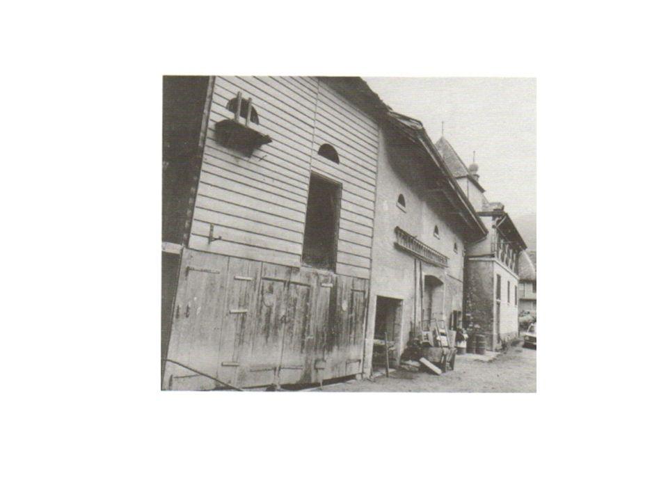 La Galerie de la Cour et l'Ancienne Grange Carrée