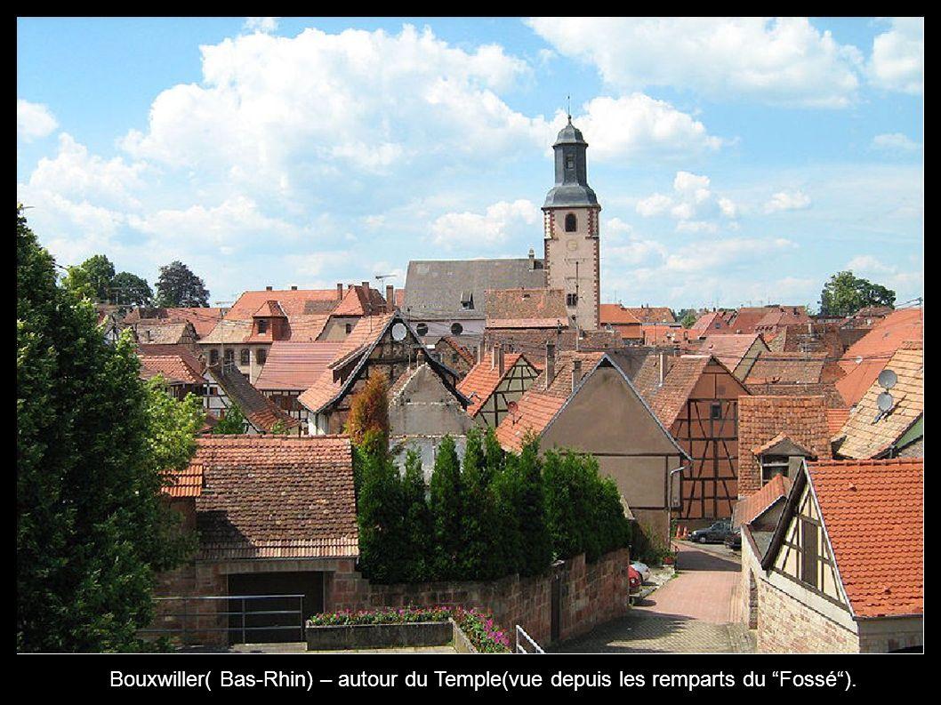 Bouxwiller( Bas-Rhin) – autour du Temple(vue depuis les remparts du Fossé ).
