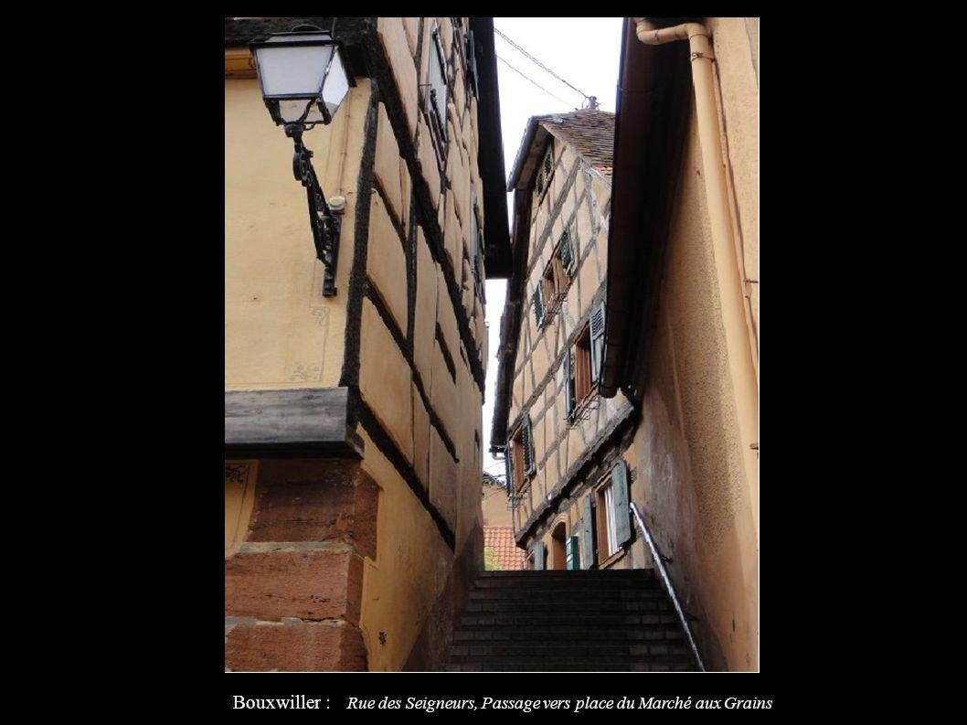 Bouxwiller : Rue des Seigneurs, Passage vers place du Marché aux Grains