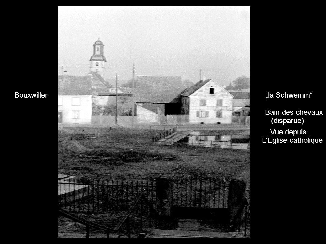 """Bouxwiller """"la Schwemm Bain des chevaux (disparue) Vue depuis L Eglise catholique"""
