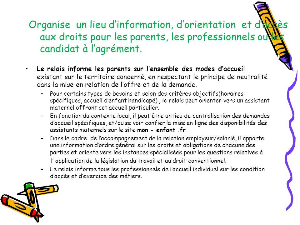 Organise un lieu d'information, d'orientation et d'accès aux droits pour les parents, les professionnels ou les candidat à l'agrément.